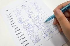 Uczeń z złym handwriting writing obrazy royalty free