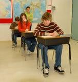 uczeń zdradza nastolatków. Zdjęcie Stock