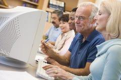 uczenie się umiejętności komputerowego dojrzałych studentów obraz stock