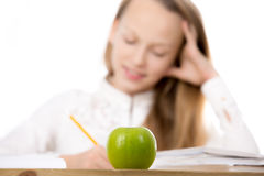Uczennica z jabłkiem Fotografia Royalty Free