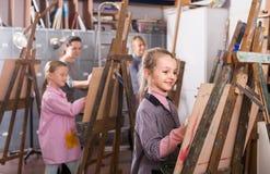 Uczennicy należnie trenuje ich obraz umiejętności podczas cla zdjęcie royalty free