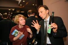 Uczestnicy i goście biznesowa wystawa wytwórcy i dostawcy włoscy wina vinitaly i jedzenie Obraz Stock