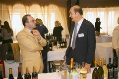Uczestnicy i goście biznesowa wystawa wytwórcy i dostawcy włoscy wina vinitaly i jedzenie Obraz Royalty Free