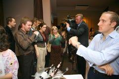 Uczestnicy i goście biznesowa wystawa wytwórcy i dostawcy włoscy wina vinitaly i jedzenie Fotografia Stock