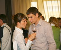 Uczestnicy i goście biznesowa wystawa wytwórcy i dostawcy włoscy wina vinitaly i jedzenie Obrazy Stock