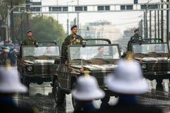 Uczestnicy i militarny wyposażenie podczas Militarnej parady przy świętem narodowym Zdjęcie Royalty Free