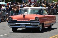 Uczestnicy jedzie samochód podczas 34th Rocznej syrenki parady przy Coney Island fotografia royalty free
