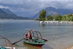 Uczestnicy lokalnych Lucia tradycyjnych łodzi turniejowy wioślarstwo ich łódź fotografia royalty free