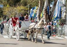 Uczestnik roczny karnawał Adloyada przejażdżki fury i wita widowni w Nahariyya, Izrael Obraz Royalty Free