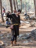 Uczestnik w odbudowie rogi Hattin bitwa w 1187 czek broniach w obozie przed kampanią blisko Tiberias, Zdjęcia Royalty Free