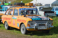 Uczestnik wystawa retro transport w Kronstadt samochodowy Izh-2125 ` Kombi ` Izh, Kombi - Zdjęcia Stock