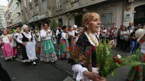 Uczestnika festiwal St John Zdarza się każdego roku podczas pełni lata zdjęcie wideo