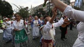 Uczestnika festiwal St John Zdarza się każdego roku podczas pełni lata zbiory wideo