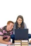 uczniów laptopów działanie nastolatków. Zdjęcia Royalty Free