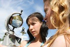 Uczni meteorolodzy w polu na praktycznym szkoleniu fotografia stock
