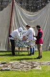 łucznictwo Średniowieczny pokaz Warkworth, Northumberland england UK Zdjęcie Royalty Free