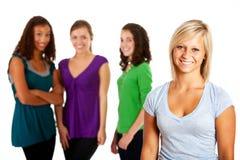 Ucznie: Dosyć Nastoletni Z przyjaciółmi W tle Zdjęcia Royalty Free