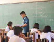 Ucznie i nauczyciel w sala lekcyjnej Fotografia Royalty Free