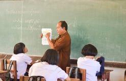 Ucznie i nauczyciel w sala lekcyjnej Obraz Stock
