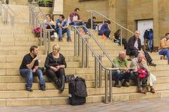 Ucznie Królewski Glasgow akademii obsiadanie na schodkach Obrazy Royalty Free