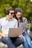 Ucznie lub nastolatkowie z laptopami Zdjęcie Stock