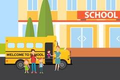 Ucznie przychodzili szkoła Ucznie stoją blisko autobusu szkolnego ilustracji