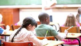 Ucznie słucha nauczyciel zbiory