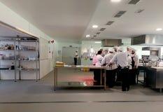 Ucznie w kucharstwo szkoły działaniu Zdjęcia Stock