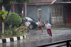 Ucznie wystawiający padać Zdjęcia Royalty Free