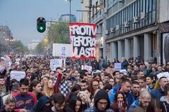 Ucznie wziąć ulicy protest przeciw Serbskiemu rzędowi Zdjęcia Stock
