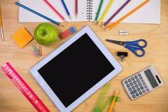 Ucznie zgłaszają z szkolnymi dostawami Obraz Stock