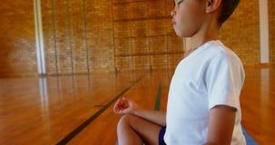 Uczniowski spe?niania joga na ?wiczenie macie w szkole 4k zbiory