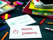 Uczyć się Nowe Językowe Robi Oryginalne Błyskowe karty; Francuz Obrazy Royalty Free