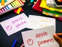 Uczyć się Nowe Językowe Robi Oryginalne Błyskowe karty; Francuz Obrazy Stock