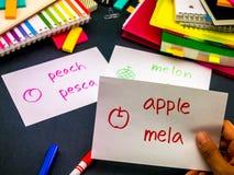 Uczyć się Nowe Językowe Robi Oryginalne Błyskowe karty; Włoszczyzna Fotografia Stock