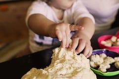 Uczyć się piec ciastka zdjęcia stock