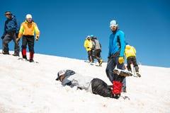 Uczyć się wśliznąć stosownie na lodowu z czekanem lub skłonie Obraz Royalty Free