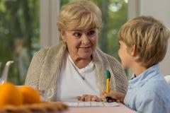 Uczyć się z babcią obraz stock