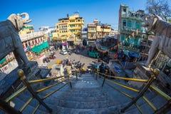 Udaipur, Индия - 29-ое января 2017: Толпа и движение в очаровательном Udaipur, известное назначение перемещения в Раджастхане, Ин Стоковое фото RF