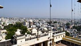 Udaipur, Раджастхан, Индия май 2019 - красивый панорамный вид с воздуха ландшафта горизонта города Udaipur Серии зданий могут стоковые изображения rf