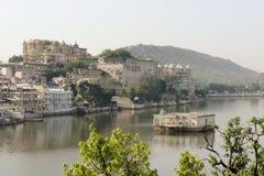 Udaipur miasta pałac przy Pichola jeziorem, Udaipur Zdjęcia Stock