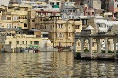 Udaipur, Rajasthan, Índia Ideia da margem velha da cidade fotografia de stock royalty free