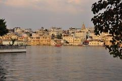 Udaipur, Rajasthan, Índia Ideia da margem velha da cidade fotos de stock royalty free
