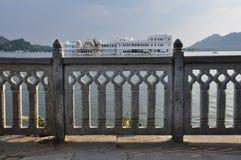 Udaipur, Rajasthan, Índia Ilha do hotel de luxo foto de stock