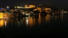 Udaipur Rajasthan Indien Zeitspanne bis zum Nacht von oben Reiseziel- und Tourismusmarksteine stock video footage
