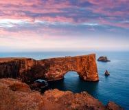 Udde Dyrholaey i Island Royaltyfri Fotografi