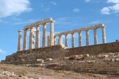 Udde Sounion av den sydliga delen av fastlandet Grekland 06 20 2014 Marin- landskap och landskap av ökenvegetationen av Royaltyfria Foton
