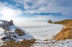 UddeBurkhan medicinman Rock på den Olkhon ön på Baikal sjön royaltyfria foton