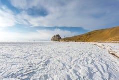 UddeBurkhan medicinman Rock på den Olkhon ön på Baikal sjön royaltyfria bilder