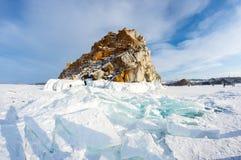 UddeBurkhan medicinman Rock på den Olkhon ön på Baikal sjön arkivbild